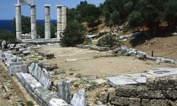 800px-20020800_Sanctuary_of_the_Great_Gods_Palaiopolis_Samothrace_island_Thrace_Greece